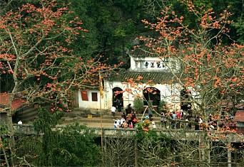 Perfume Pagoda Tour full Day