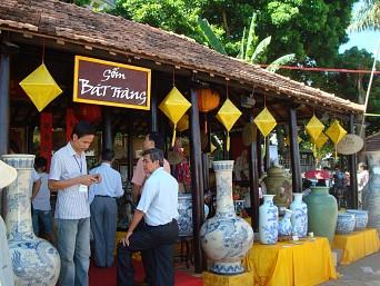 Bat Trang Ceramic Village - Dong Ky Carpentry Village Tour full day