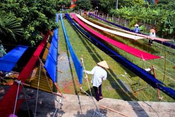 Bat Trang Ceramic Village - Van Phuc Silk Village Tour full day